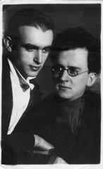 Аркадий Маркович Шумский (справа)
