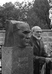 Ф. Ф. Сучков на могиле Шаламова